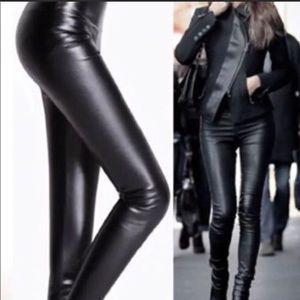 🌎 NWT Black High Waist Vegan Leather Leggings